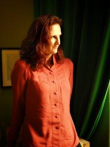 Frau mit selbstgenähter Bluse